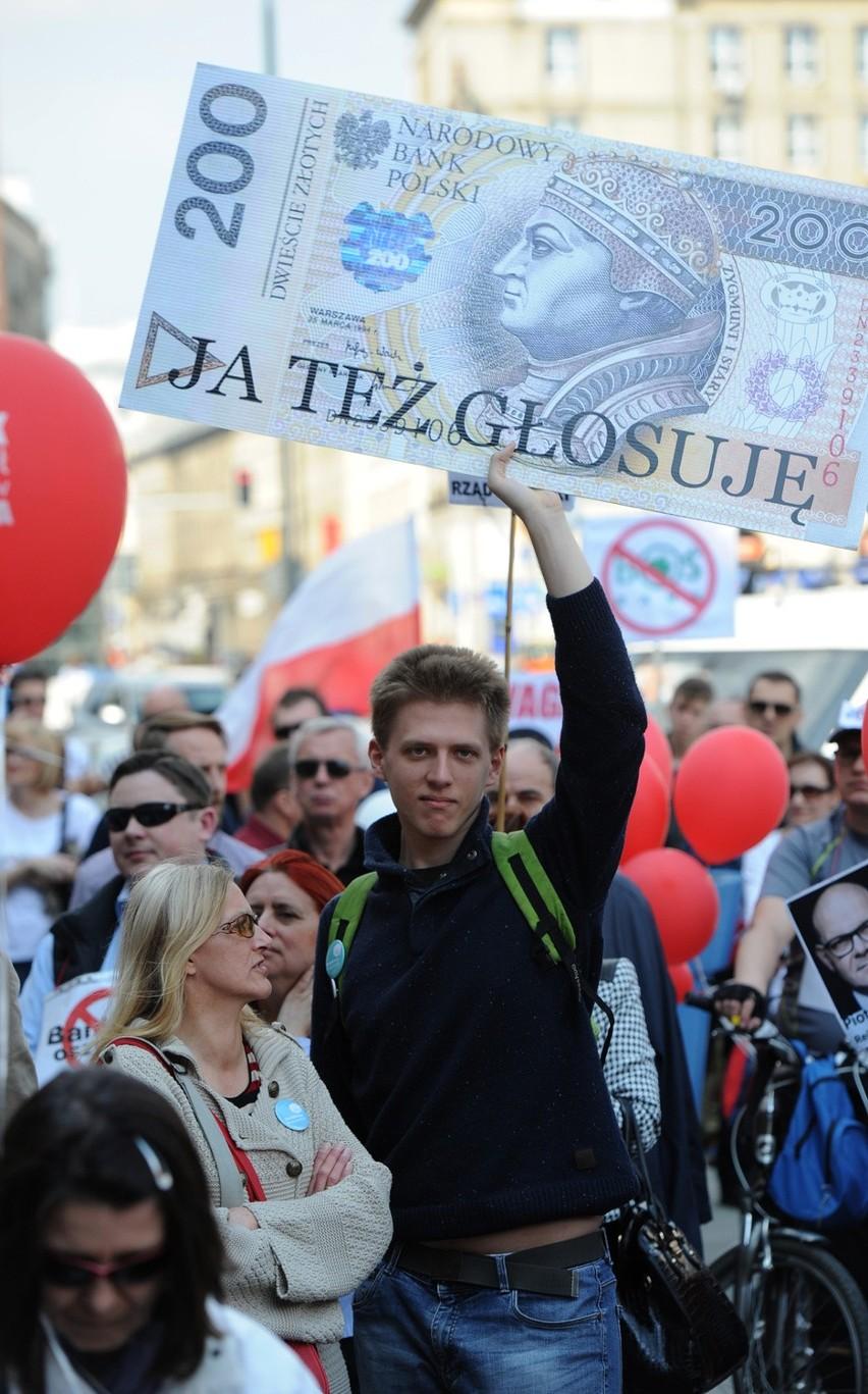 Protest frankowiczów. Kredytobiorcy, którzy mają kredyty we frankach szwajcarskich manifestują przeciwko bierności banków i rządu.