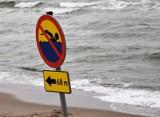 Dwoje nastolatków topiło się w Bałtyku w Darłówku Zachodnim. 30.07.2021 r. Uratowali ich plażowicze. 11-latek trafił do szpitala