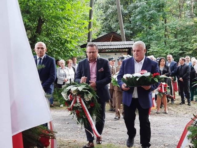Wiązankę złożył między innymi poseł Lewicy, pochodzący z Końskich Andrzej Szejna.