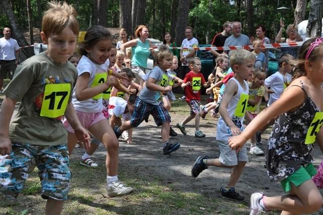 Rywalizowano - zarówno w biegach, jak i pływaniu - od najmłodszych. Startowały w wodzie i w bieganiu już trzylatki, dziewczynki i chłopcy.