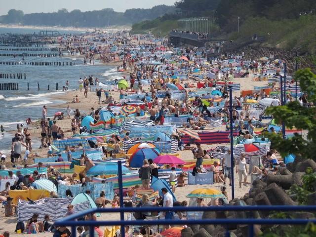Tak w sobotnie przedpołudnie wyglądała plaża w Mielnie.Zobacz więcej zdjęć >>>