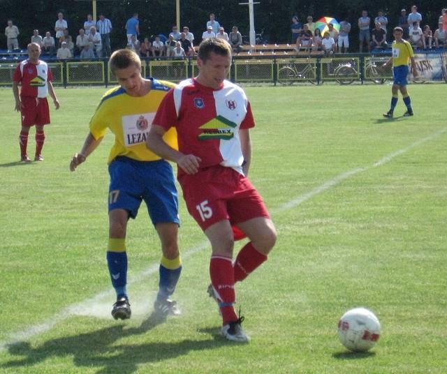 Sierżant (biało-czerwony strój) objął obowiązki trenera KS Wiązownica.