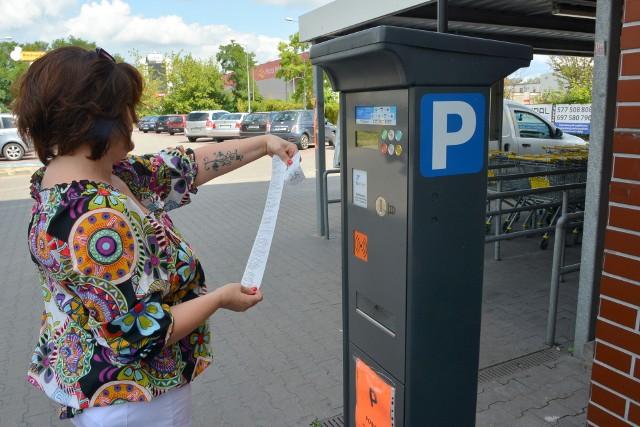 Pani Justyna pobrała bilet z parkomatu, położyła go na desce rozdzielczej ale mandat i tak dostała, bo parkingowy najprawdopodobniej go nie zauważył...