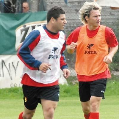 Wahan Gevorgyan (z lewej) i Robert Szczot podczas wczorajszego treningu Jagi. Czy będą rywalizować między sobą o miejsce w drugiej linii białostockiego zespołu?