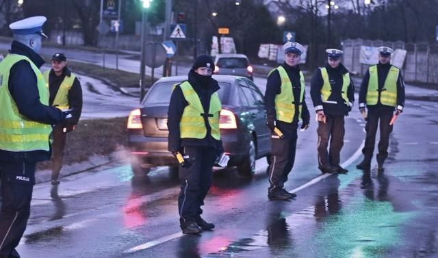 Policjanci z zielonogórskiej drogówki pojawili się na skrzyżowaniu ulic Zjednoczenia i Działkowej. O godz. 7.00 ruszyła kontrola trzeźwości. Policjanci kontrolowali jadących w kierunku ronda PCK.
