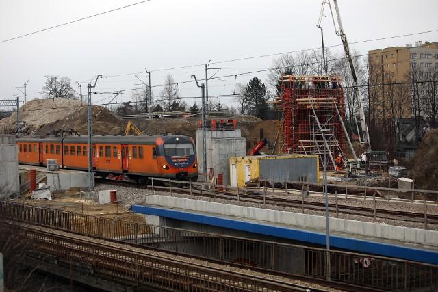 W krakowskich Bronowicach budowanych jest nowoczesny przystanek na tej trasie. Będzie miał parking dla samochodów