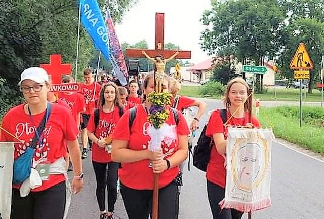 Do Częstochowy zmierzają pielgrzymi z Gniewkowa, Inowrocławia, Janikowa, Mogilna, Żnina. Ida pieszo i jada na rowerach