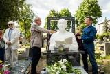 Na cmentarzu Starofarnym w Bydgoszczy odsłonięto rzeźbę Mieczysława Franaszka [zdjęcia]