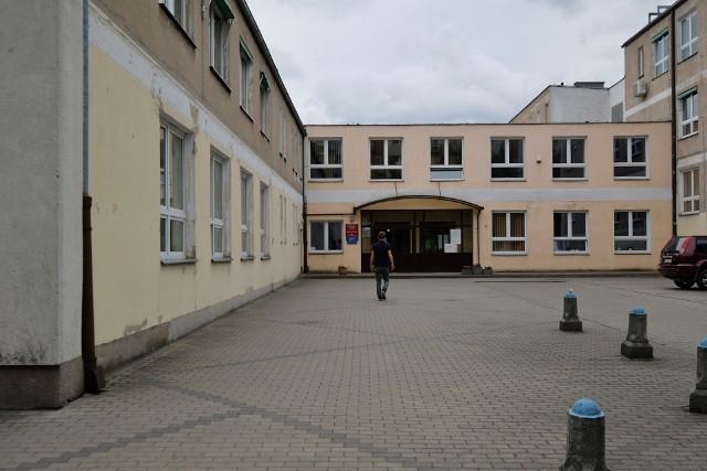 Zespół Szkół Elektrycznych nr 2 w Poznaniu: kilka lat temu Zbigniew A. został dyrektorem tej placówki, mimo że wcześniej było głośno o jego nagannych zachowaniach w Swarzędzu.