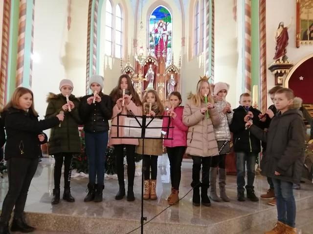W poniedziałek w Tuchomiu (kościół, GOK) odbył się XXV Przegląd Zespołów Kolędniczych. Wystąpiły grupy z gmin: Lipnica, Kołczygłowy, Bytów, Parchowo, Tuchomie. Przed przeglądem odbył się Pochód Trzech Króli.