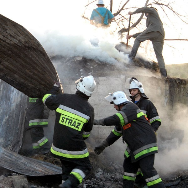 Strażacy na miejscu pożaru.