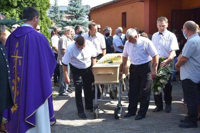 Przedstawiciele gminy Kazimierz Biskupi, z której pochodzi rodzina nieżyjącego Marcina Kolczyńskiego, zagwarantują miejsce w żłobku i darmowe posiłki w szkole dla dzieci oraz pracę dla żony zmarłego 37-latka.