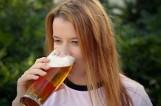 Którzy Polacy piją najwięcej alkoholu? [LISTA ZAWODÓW]