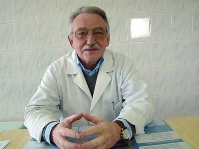Krzysztof Rutkowski, dyrektor SP ZOZ-u w Mogilanach uważa, że lepszym rozwiązaniem byłby osobny kontrakt z NFZ-em, a nie poprzez skawińską przychodnię Fot. Ewa Tyrpa