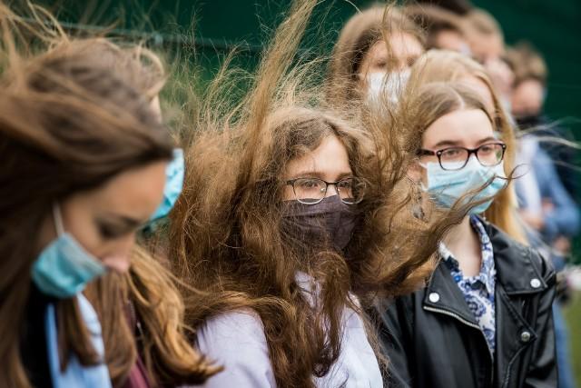 Fajnie jest czuć wiatr we włosach, gorzej, gdy zacznie wiać w oczy...