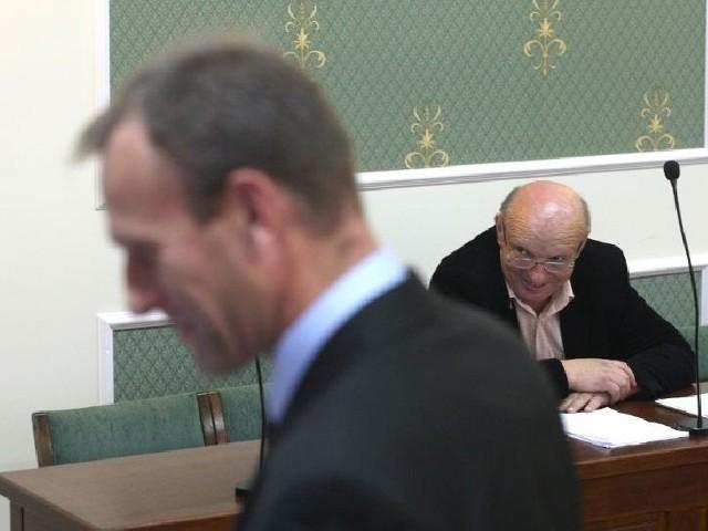 Zgodnie z decyzją Sądu Rejonowego w Kielcach Wiesław Jóźwik ma przeprosić wójta Zbigniewa Piątka - na pierwszym planie za oszczerstwa.