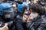 """Włochy wprowadziły """"covidową przepustkę"""". Bez niej nie będzie można pracować. Szykują się protesty"""