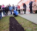 180 kwiatów na 180 lat szkoły w Szczepanowie [zdjęcia]