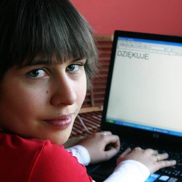 - Nie mogę wychodzić z domu, a laptop jest moim oknem na świat - mówi Marcelina.