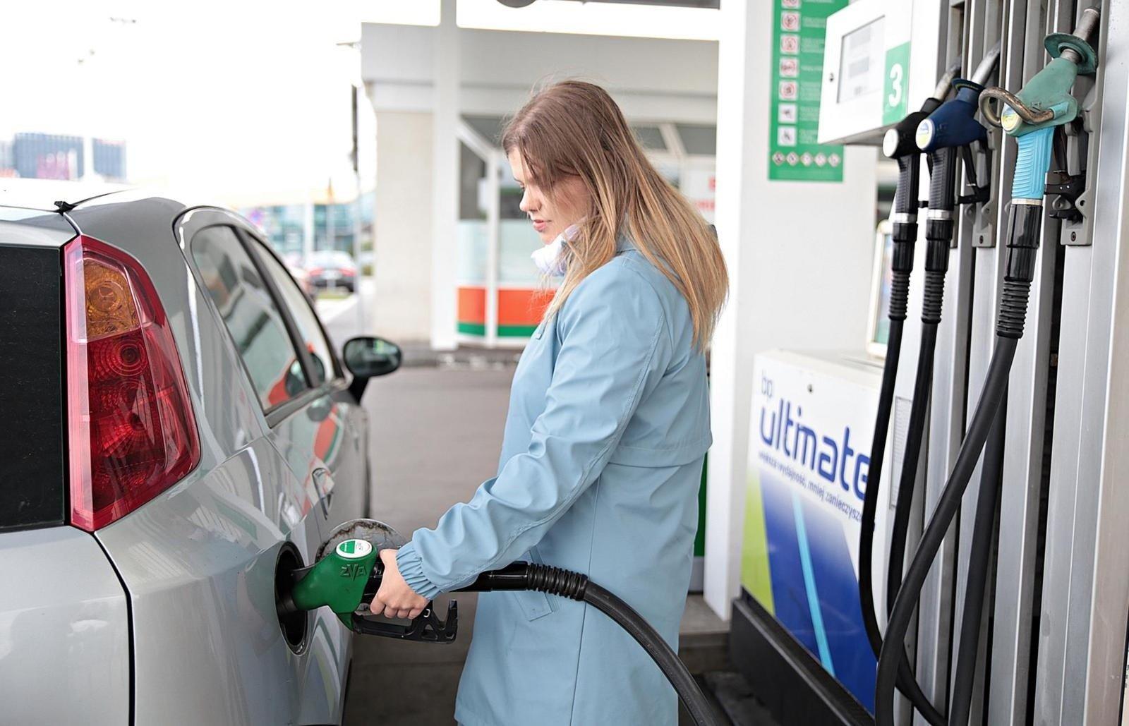 eecda7a9662fb4 Droższe wakacje, bo droga benzyna. Za paliwo płacimy więcej niż ...