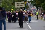 Powitanie uczestników 40. Kieleckiej Pieszej Pielgrzymki na Jasną Górę przy katedrze i uroczysta msza z biskupami [ZDJĘCIA, WIDEO]