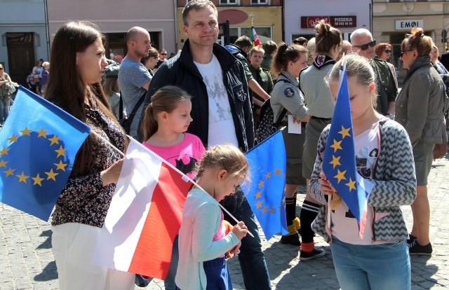 Niestety, w tym roku rocznicy wstąpienia Polski do Unii Europejskiej nie towarzyszą żadne filmiki ani zabawy. Wspomnijmy zatem jak grudziądzanie świętowali w 2019 r.
