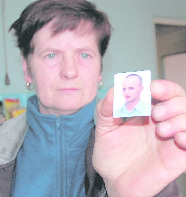 Genowefa Swoszowska stroni od śmierci syna od ludzi. - Nikomu nie życzę tego, co ja przeszłam. Wciąż mam przed oczami, jak umiera.