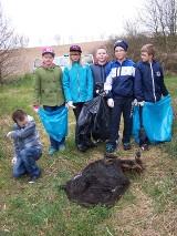 - Znaleźliśmy stare tapczany i skórę dzika! - mówią dzieci z SP nr 2 w Żninie