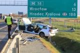 Dramatyczny wypadek na S5. Stalowa bariera przebiła auto na wylot [ZDJĘCIA]