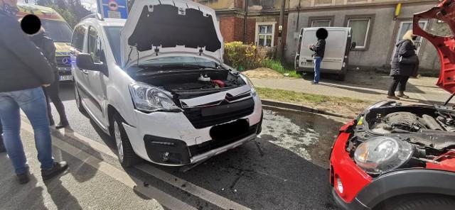 Na ulicy Nakielskiej w Bydgoszczy zderzyły się trzy pojazdy.