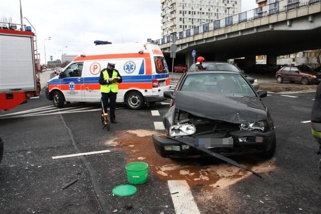 Dwa auta zderzyły się na placu Konstytucji 3 Maja