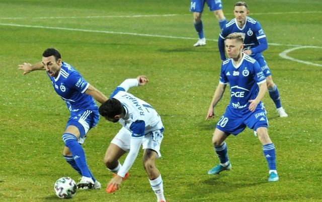 Andreja Prokić (z lewej) zdobył bramkę dla PGE Stali Mielec jesienią. Dla Lecha Poznań trafił Dani Ramirez