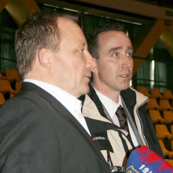 Trener Rob Delahaije (z lewej) z drużyną pracował bardzo krótko. Wyniki miał fatalne. Prezes Guido Vreuls, który go zatrudniał już nie może go bronić. Zrezygnował bowiem ze swej funkcji.