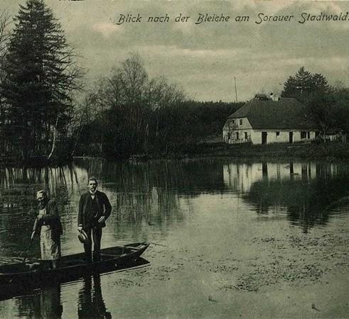 Na jednej z pocztówek przedstawiono na Bielarnię Herrmanna.