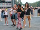 Fest Festival przykuł uwagę kolorową modą. Te stylizacje i trendy opanowały uczestników Fest Festivalu