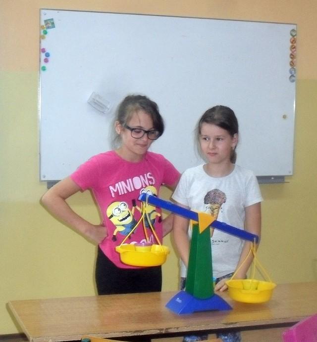 Uczniowie zapoznają się ze słownictwem matematycznym, kodami QR,przewidziano turniej KAKURO i happening z grami.