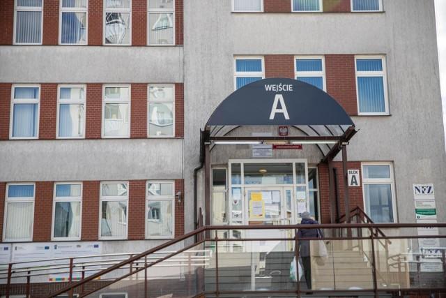 Z komunikatu służb wojewody można się było dowiedzieć, że patogen wykryto u starszej kobiety z Białegostoku, która jest hospitalizowana w szpitalu MSWiA w Białymstoku. Był to pierwszy pacjent z taką diagnozą w tym szpitalu.
