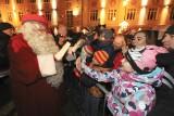 Św. Mikołaj z Laponii na Rynku Kościuszki. Setki osób przywitały Mikołaja w Białymstoku [ZDJĘCIA]