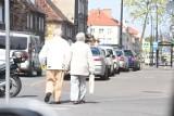 Dzień babci. Seniorzy coraz rzadziej zadłużają się dla innych