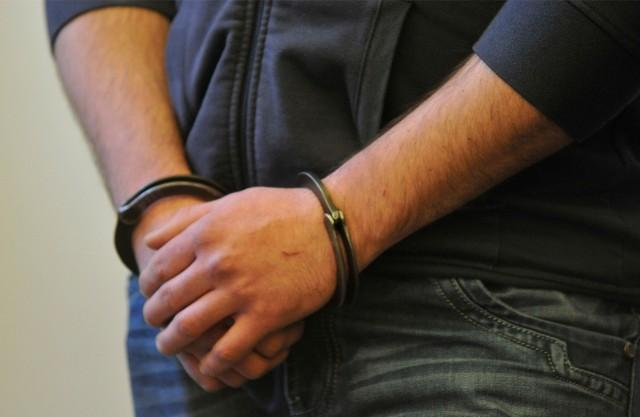 Dwóch zatrzymanych było poszukiwanych przez prokuraturę.