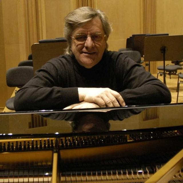 Piotr Paleczny wystąpił w Grodkowie w piątek wieczorem. Kolejne koncerty festiwalu zaplanowano na 17, 21, 24 oraz 30 października.