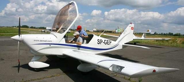 Samolot AT - 3 z Mielca  kosztuje ok. 90 tys. euro. Jest tańszy w eksploatacji od Cessny, m.in. ma mniejsze zużycie paliwa.