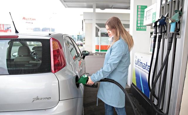 Z kolei Eurostat podaje, że w marcu br. popyt na paliwa w Unii Europejskiej gwałtownie spadł – o 15 proc. w stosunku do lutego