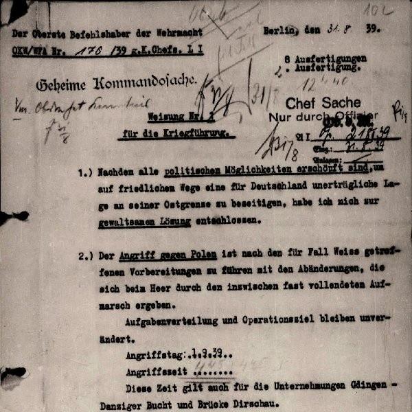 Dokument podpisany dnia 31 sierpnia 1939 roku przez Adolfa Hitlera. Na co warto zwrócić uwagę, w jednym z miejsc, dokładnie w punkcie drugim jest odręcznie wpisana godzina natarcia 4:45.