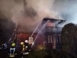 Pożar plebanii w Studzienicznej. Jedna osoba trafiła do szpitala