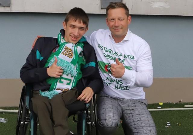 Radomiak Radom w fantastycznym stylu awansował do PKO Ekstraklasy. Zielonych dopingowało kilka tysięcy kibiców na stadionie w zwycięskim 2:0 meczu z Koroną Kielce.  Byliście na meczu, zobaczcie się na zdjęciach>>>
