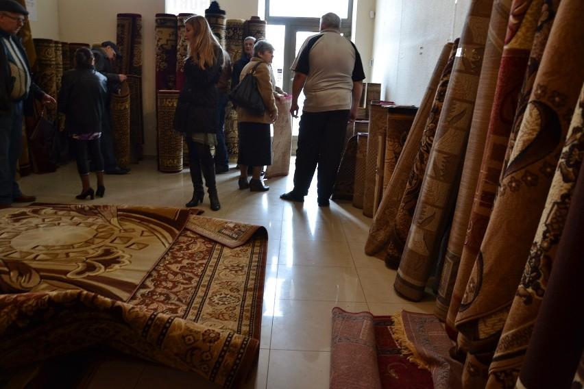 W Nowym Sączu Hurtownia Sprzedaje Dywany Jako Czystą Wełnę