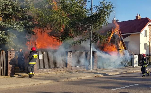 Pożar domu przy ul. Boboli w Białymstoku. Dwie osoby zostały ranne