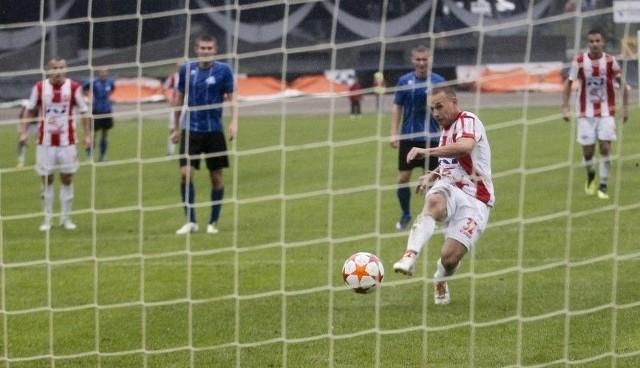 Jesienią jedynego gola w derbach Rzeszowa strzelił z rzutu karnego Sebastian Hajduk.