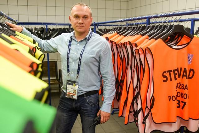 Piotr Kiciński kiedyś sprzedawał kasy fiskalne, a dziś jest szefem stewardów na stadionie Lecha Poznań